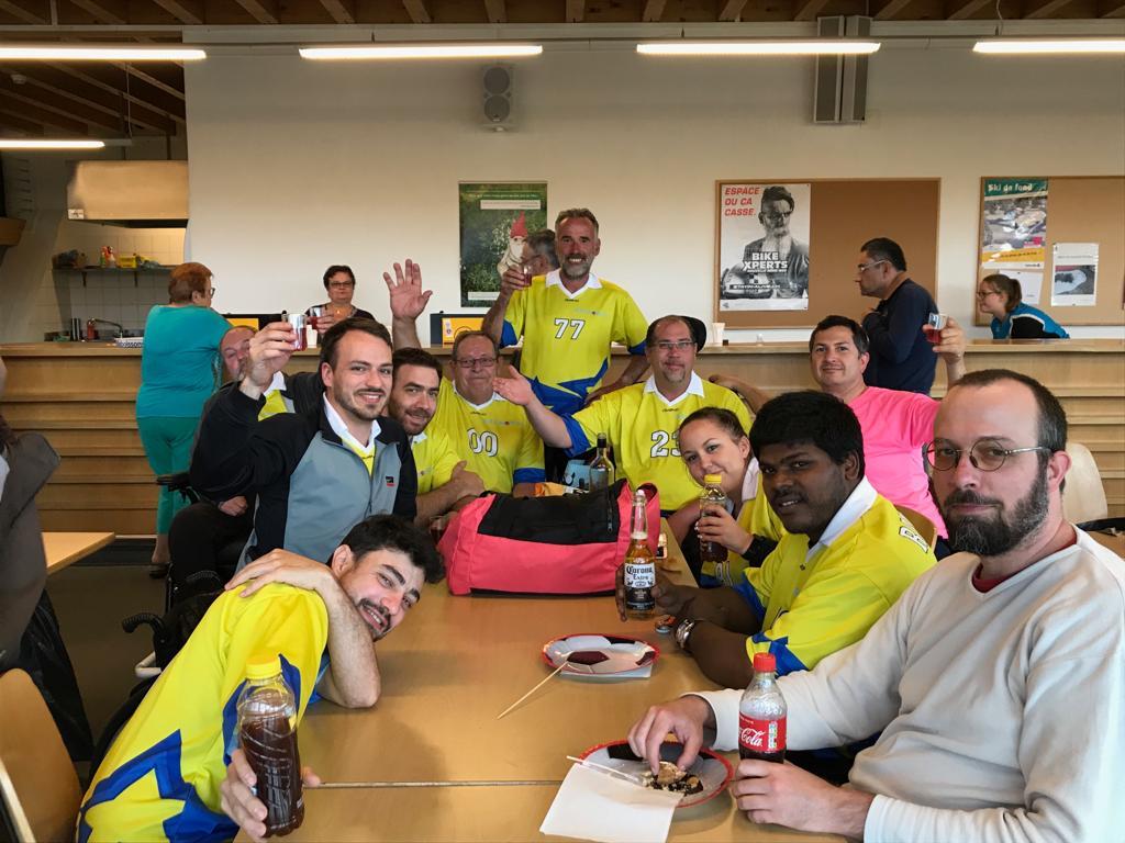 L'équipe fête la victoire de champion suisse à la Chaux